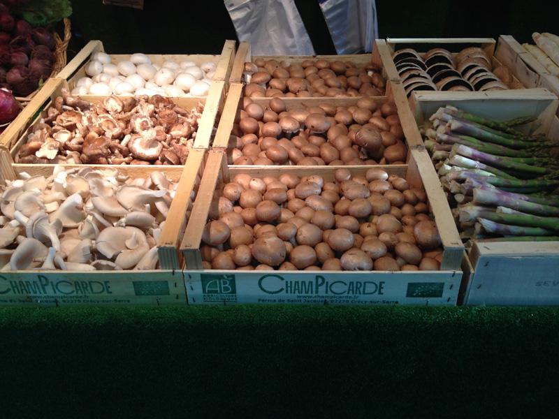 Section champignons, livrés par le producteur le samedi matin.