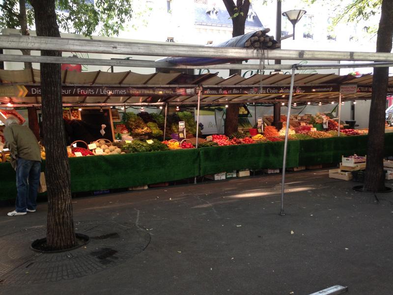 Notre stand boulevard des Batignolles, Paris.